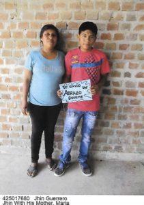 Jhin mit seiner Mutter