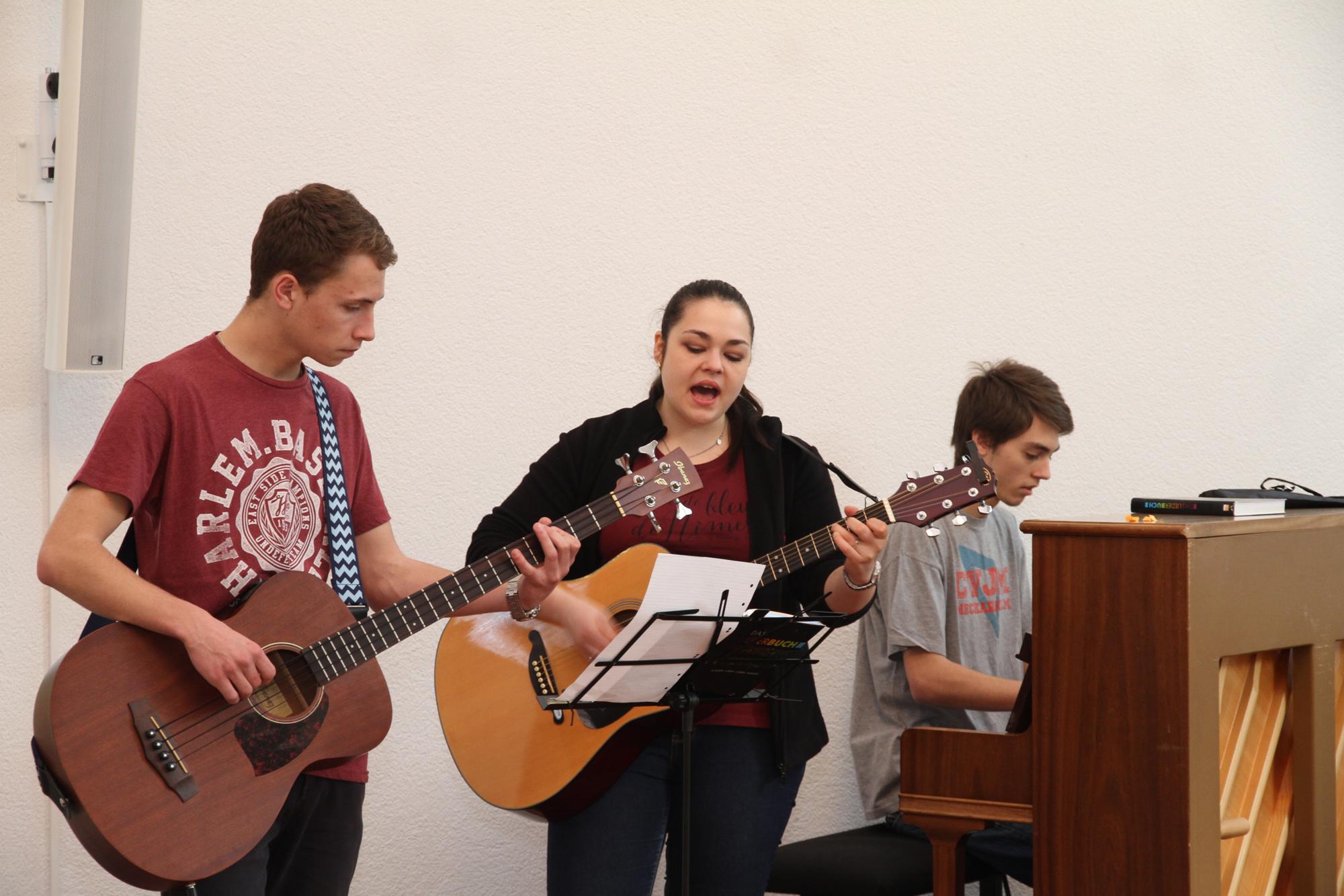 Die CVJM-Band begleitet den Gottesdienst musikalisch
