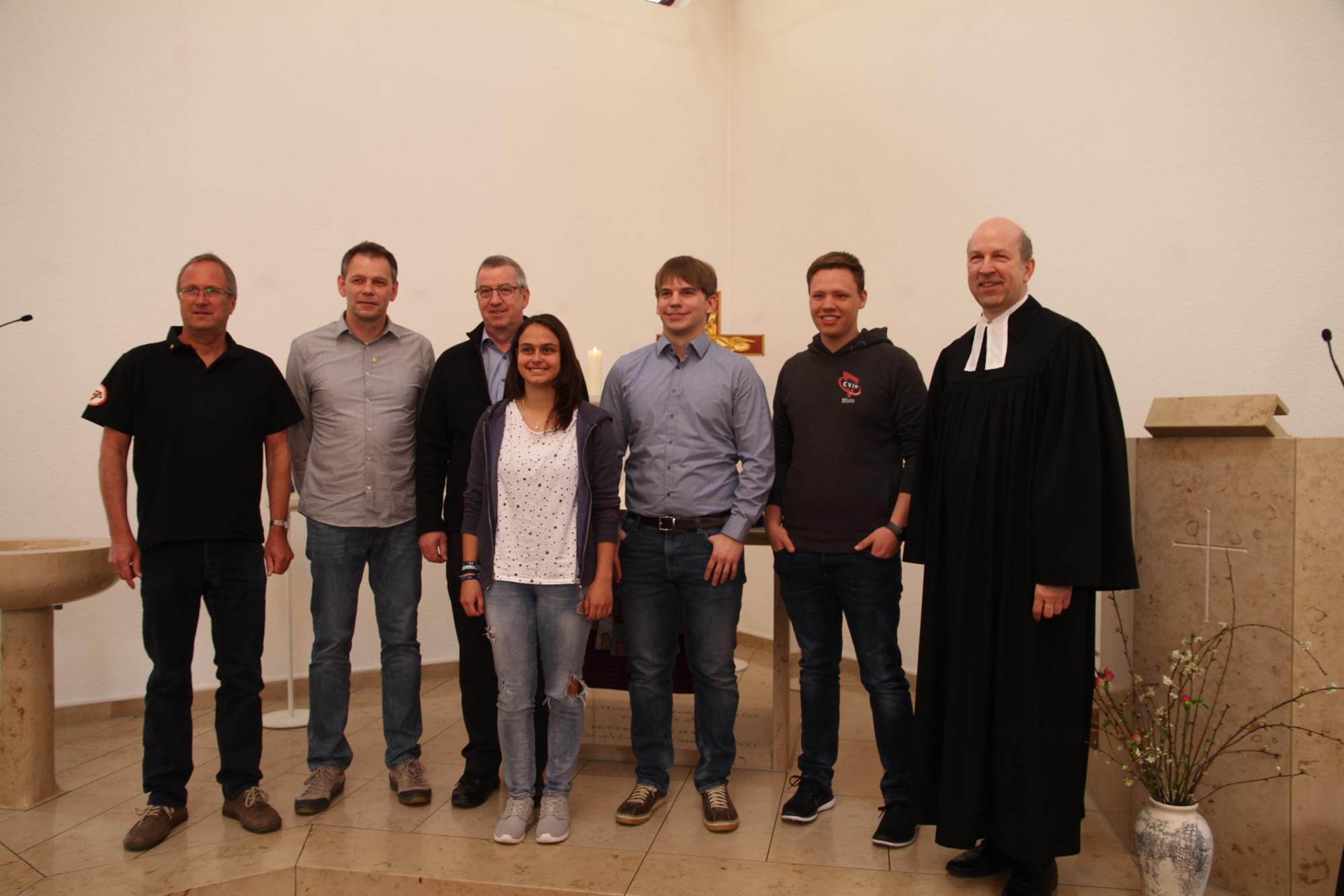 Neue und alte Vorstandsmitglieder des CVJM